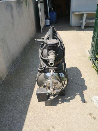 Bomba de água com cilindro de pressão