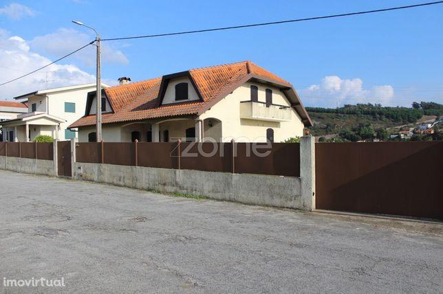Moradia T4, individual em Oliveira São Mateus, Vila Nova de Famalic...