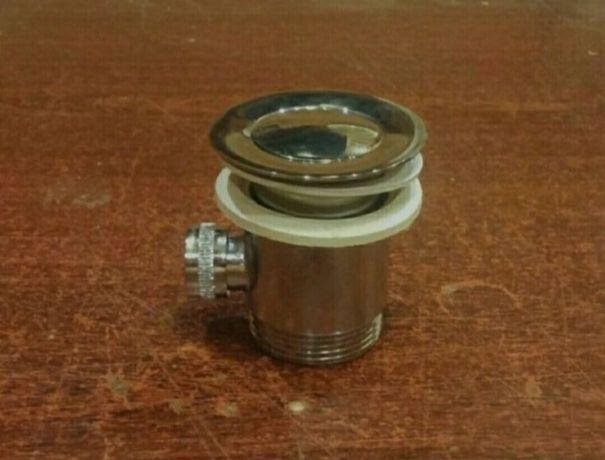 Латунный донный клапан на умывальник