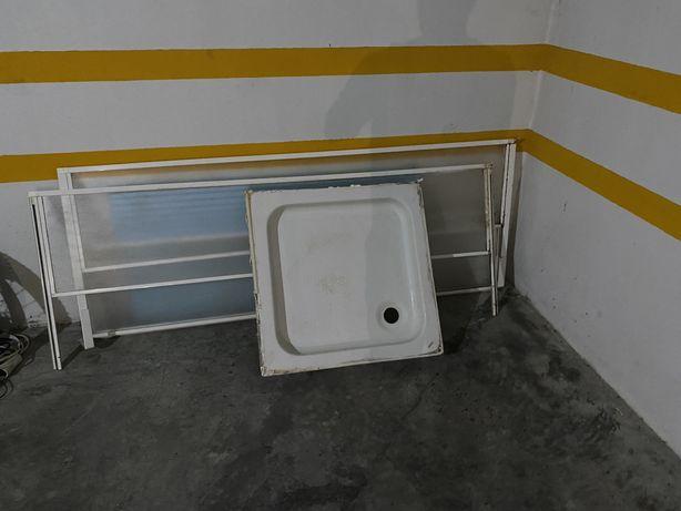 Base de duche com resguardo