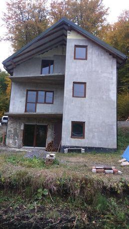 Продам будинок з ділянкою в с. Бережани 2 км. від Львова.