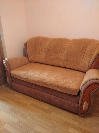 Продається б/у диван в хорошому стані.