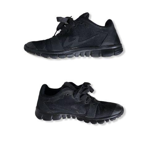 Кроссовки черные, мягенькая подошва 35-36 р ( 22,5 - 23 см )