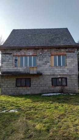 Dom w stanie surowym, duża działka