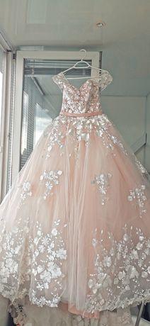 Горячая цена! Шикарное пышное свадебное платье с небольшим шлейфом!