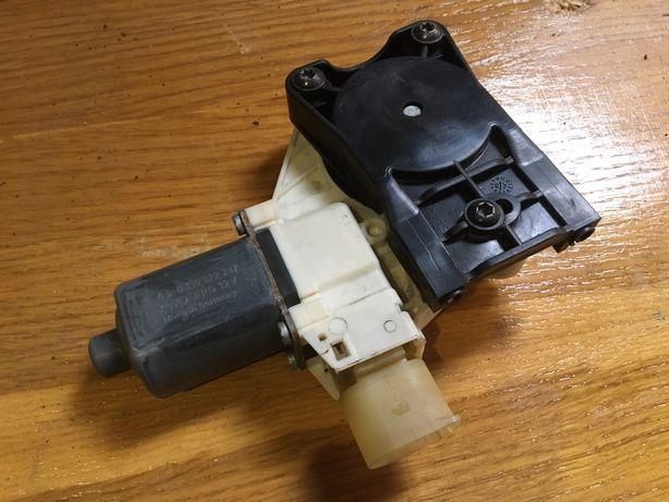 Моторчик стеклоподъемника(Правый задний). Глушитель. Ford Mondeo 4
