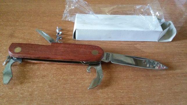Продам складной нож, накладки из красного дерева.