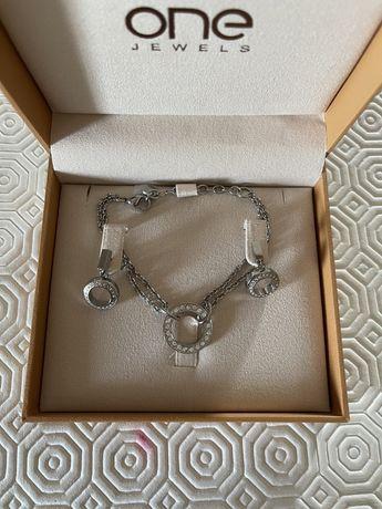 Conjunto pulseira e brincos prateados One Jewels