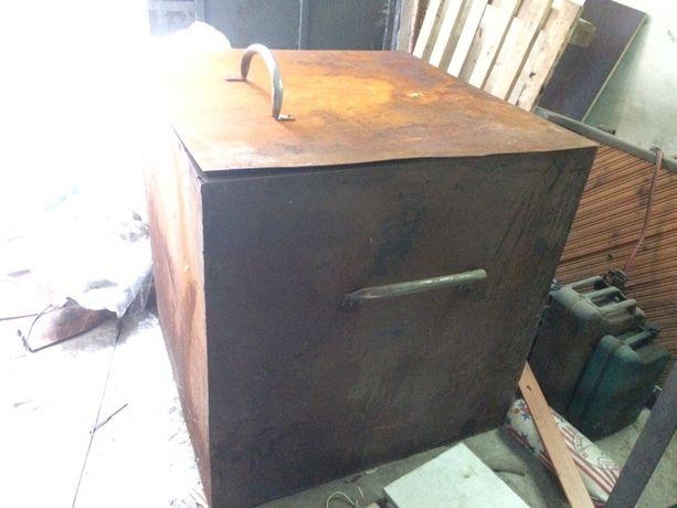 Бак, контейнер, ящик, ёмкость, резервуар с кришкой и ручками.