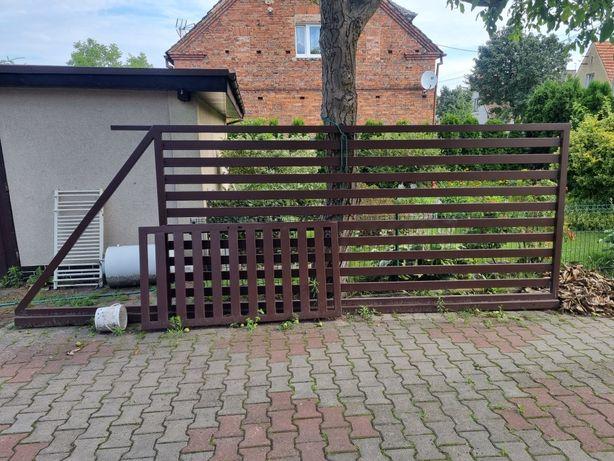 Brama wjazdowa + uliczka