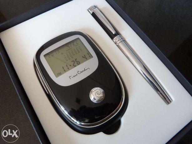Conjunto Pierre Cardin, caneta e calendário/relógio/alarme/calculadora