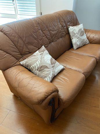 Sofa/cama em pele
