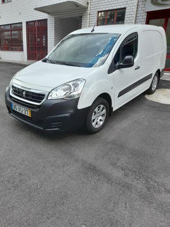 Peugeot partner em estado  novo com poucos klm.