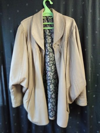 Куртка  женская  . летучая мышь  кожаная . размер S .- 44 .