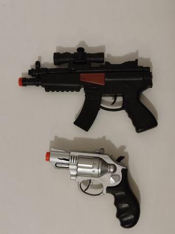 Іграшковий пістолет, автомат та бінокль