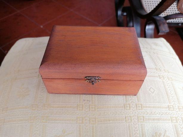Porta jóias em madeira
