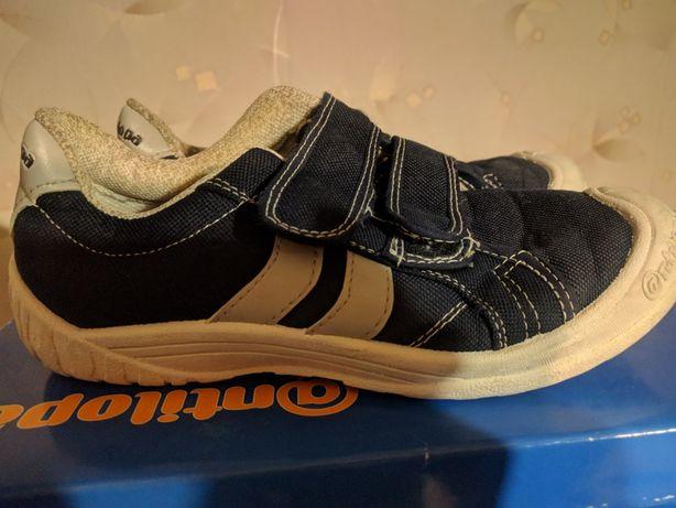Спортивные обувь