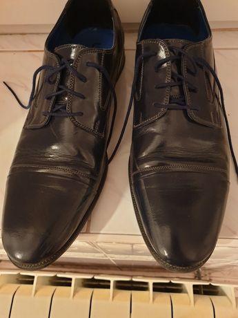 Buty meskie z lekkim połyskiem w bardzo dobrym stanie