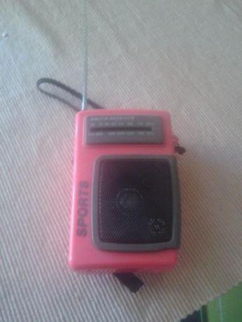 Radio na baterie różowe i zielone