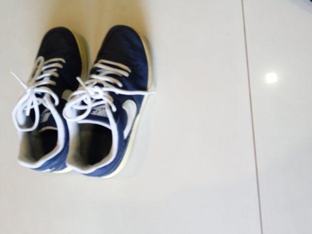 Sapatilhas Nike tamanho 36, meio