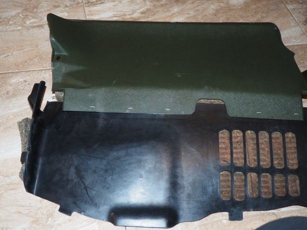 Dolna osłona konsoli prawa mercedes W123 zieleń 83 rok