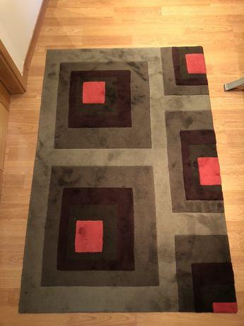 Carpete 120x180 com padrão geométrico