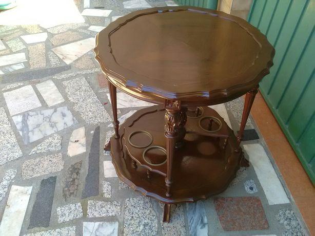 Mesa de apoio com garrafeira rústica esculpida em madeira maciça