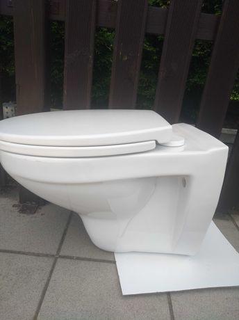 Miska WC podwieszana z deską wolnoopadającą