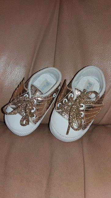 Продам кроссовки на лето.на девочку.