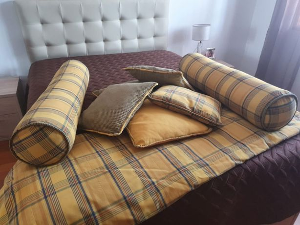 Conjunto edredão + almofadas + travesseiros como novo