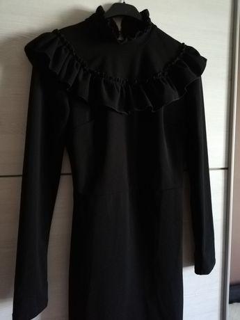 Sukienka czarna na każdą okazję