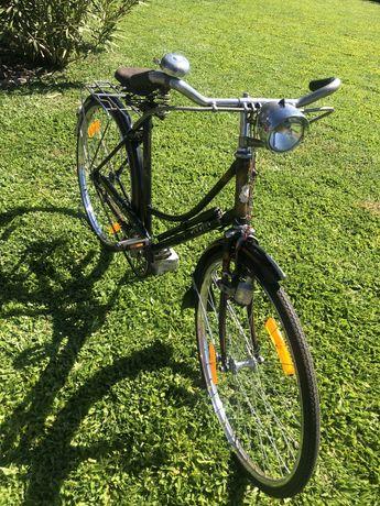 Bicicleta antiga ye-ye pasteleira