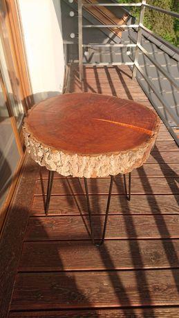 Stolik z drewna pnia