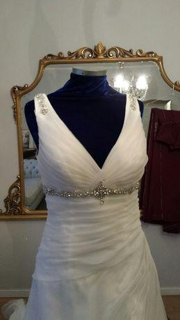 Свадебное платье со шлейфом (весільна сукня)