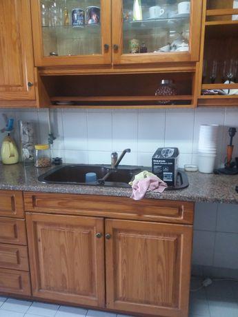 Cozinha em pinho tratado