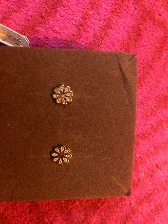 Złote kolczyki kwiatuszki - wkrętki