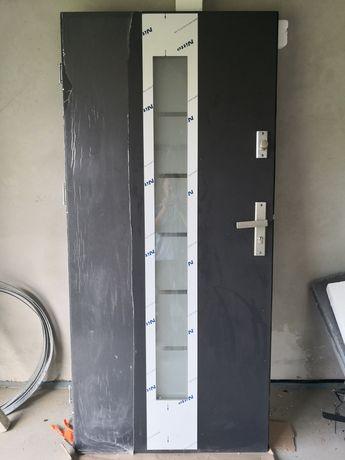 Drzwi wejściowe, ościeżnica, klamka, nie używane, metalowe, 90cm