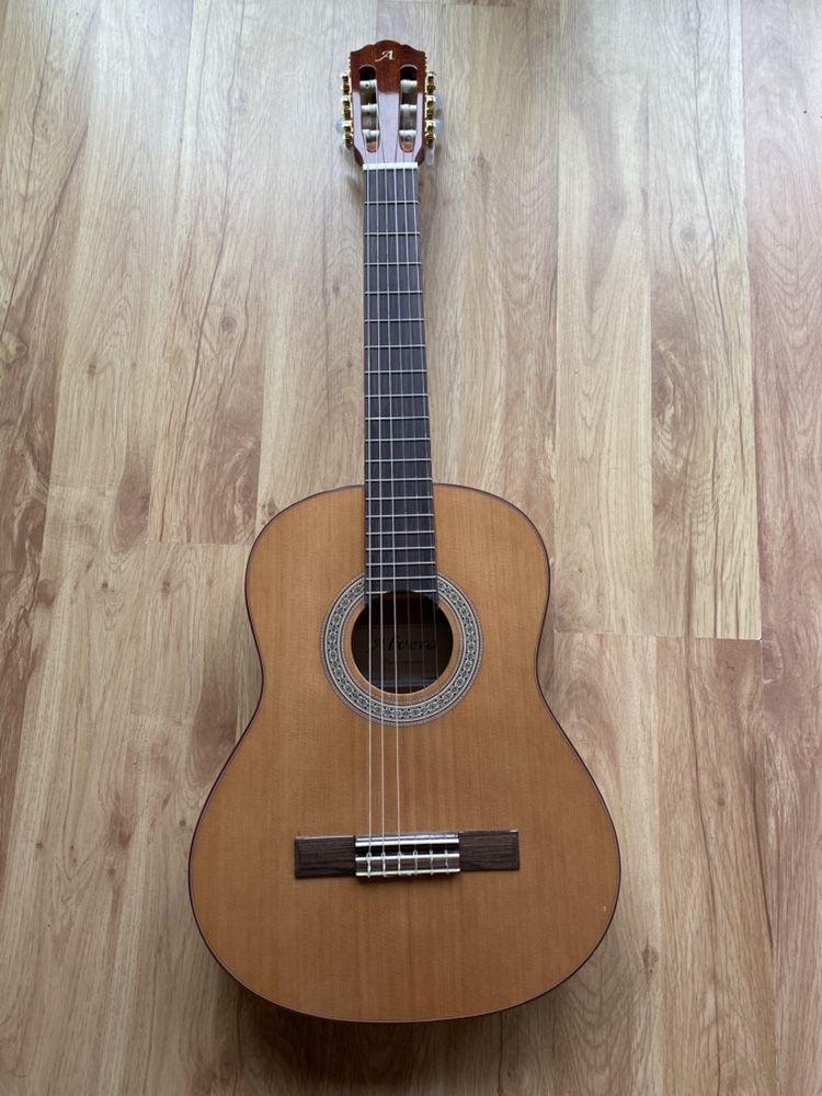 Sprzedam gitarę klasyczną 3/4 Alvera i pokrowiec , dodatki