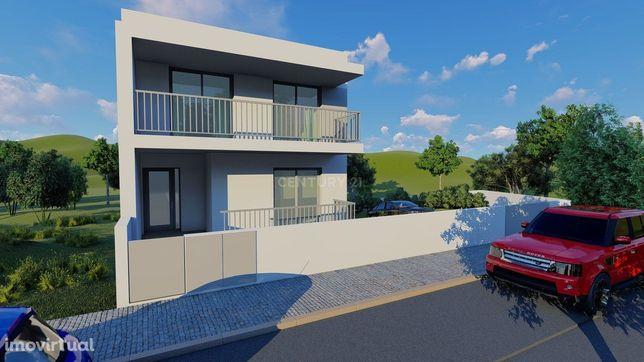 Moradia T4 em banda em construção na Urbanização Quinta Santa Maria, T