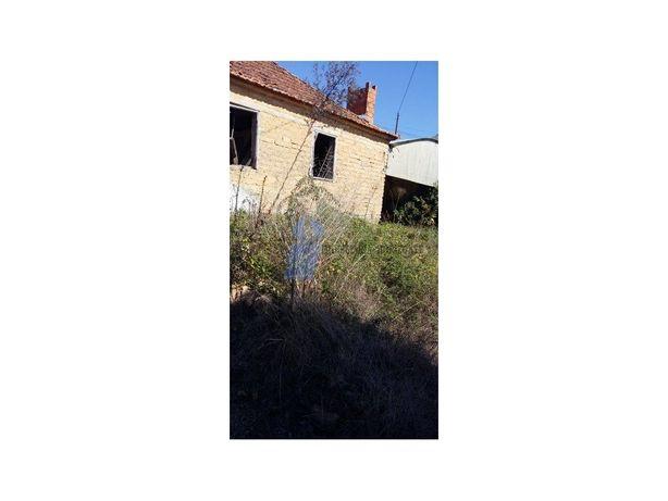 Pequena Quinta com moradia em ruinas