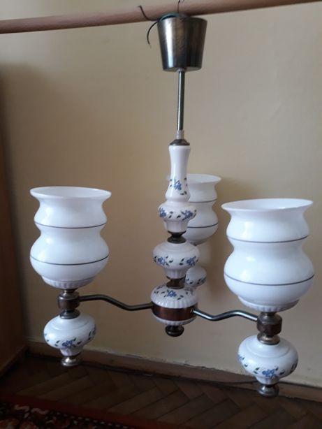 Sprzedam żyrandol ceramiczny używany trzy ramienny 3×60W stan dobry.