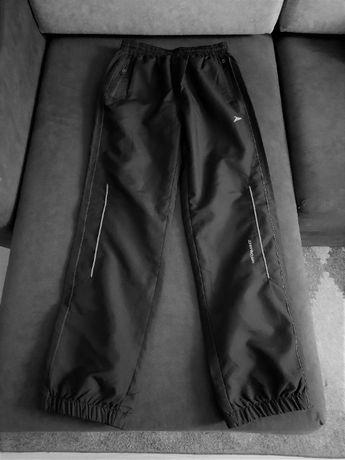 Nowe spodnie dresowe chłopięce rozmiar 152