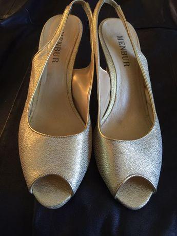 Sapatos elegantes Menbur