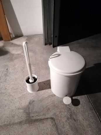 Conjunto piaçaba + caixote do lixo wc