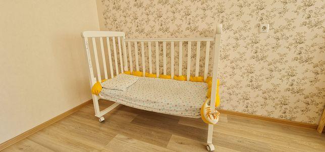 Детский манеж, кровать деревянная, люлька.