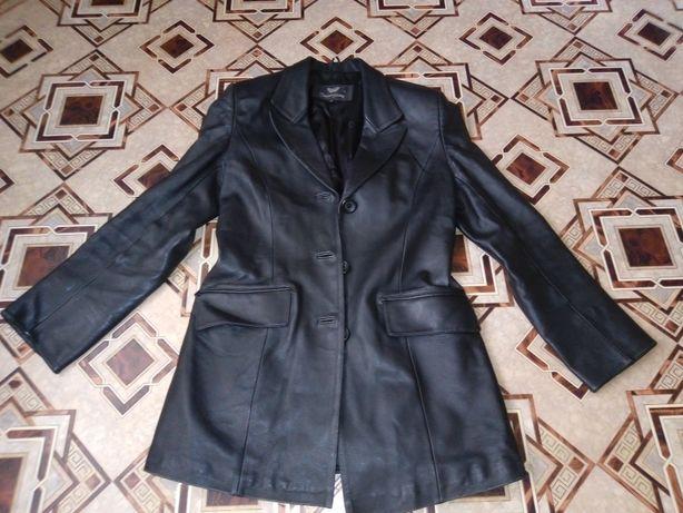 Женский кожаный ,пиджак.