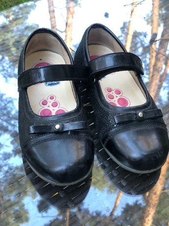 Туфли,туфельки на девочку ,школьная обувь Chicco