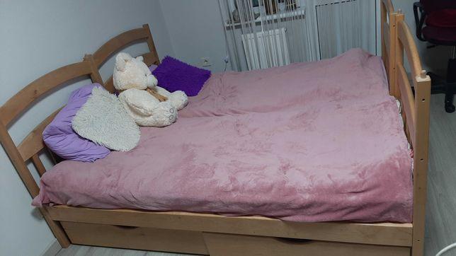 Продам 2хярусную кровать с матрасами лесенкой и ящиками для игрушек