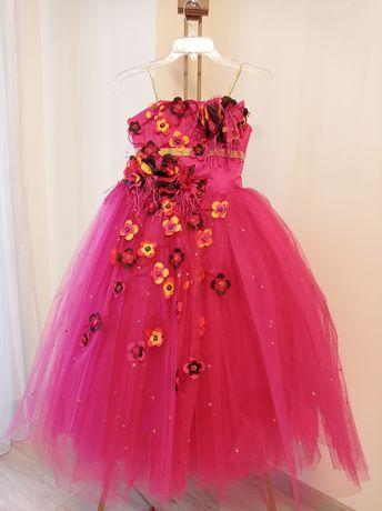 Пышное праздничное платье принцессы нарядное