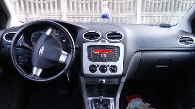 Ford Focus mk2 radio ramka radia